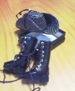 hut_boots.jpg